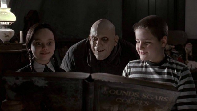christina-ricci-christopher-lloyd-and-jimmy-workman-in-the-addams-family-640x360
