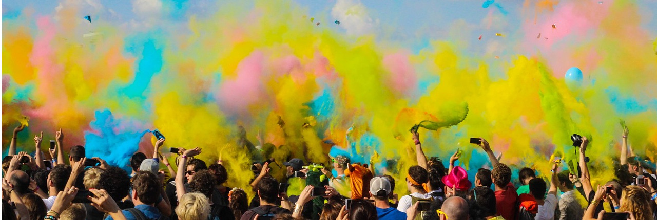 crowd_with_color_smoke